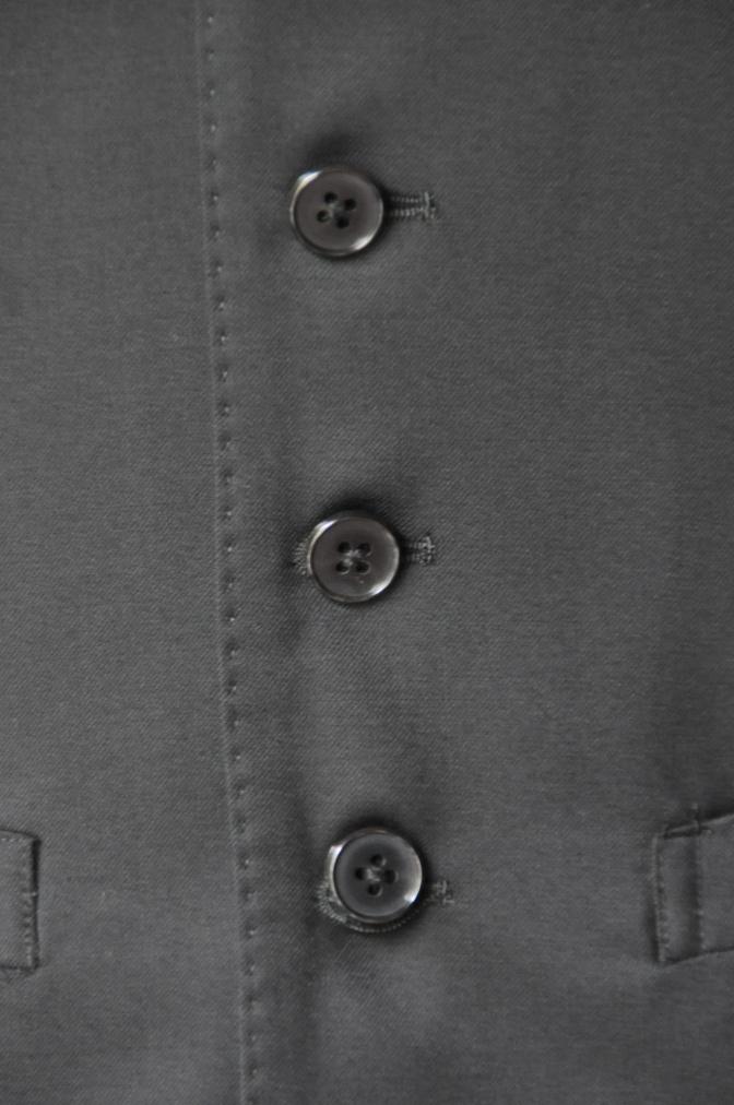 DSC2098 お客様のスーツの紹介- BIELLESI ブラックスリーピーススーツ-