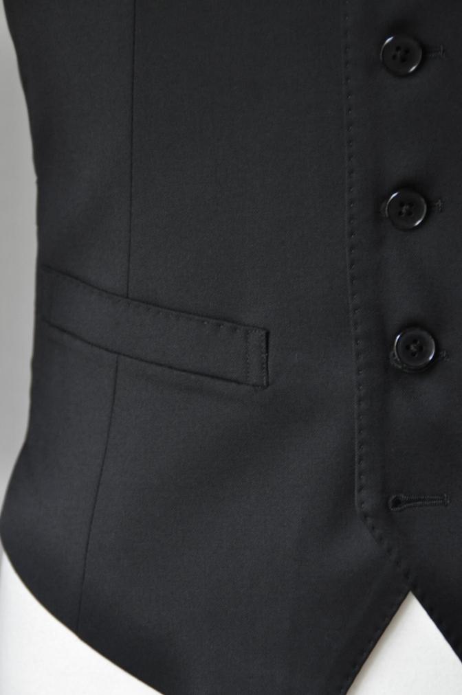 DSC2099 お客様のスーツの紹介- BIELLESI ブラックスリーピーススーツ-