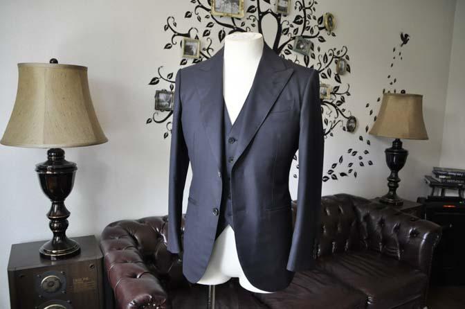 DSC2104 スーツのパーツ名称「ピークドラペル」