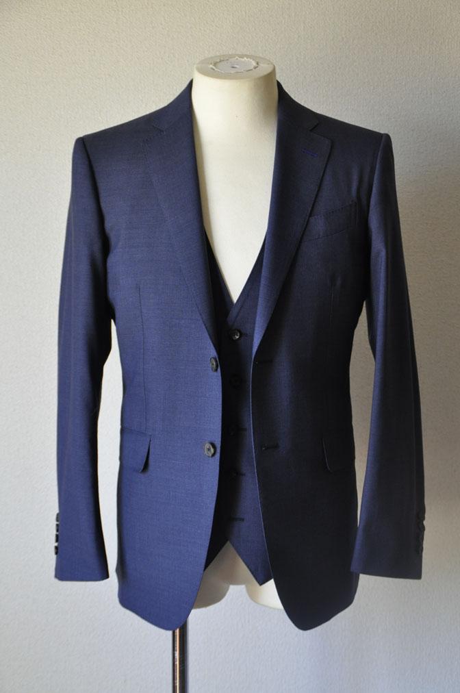 DSC21062 お客様のスーツの紹介-CANONICO 無地ネイビースリーピーススーツ -