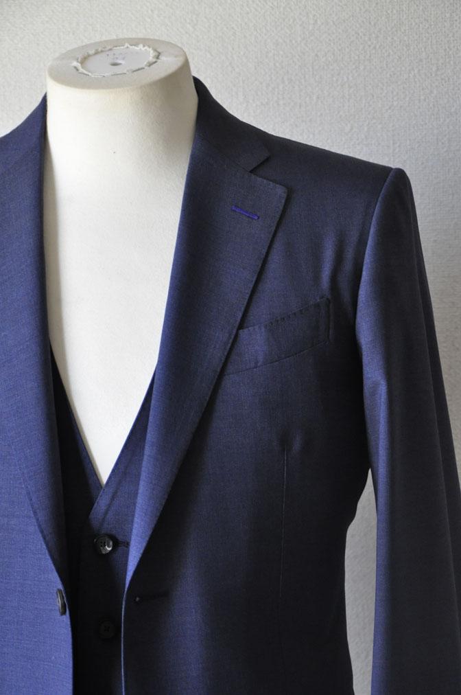 DSC21071 お客様のスーツの紹介-CANONICO 無地ネイビースリーピーススーツ -