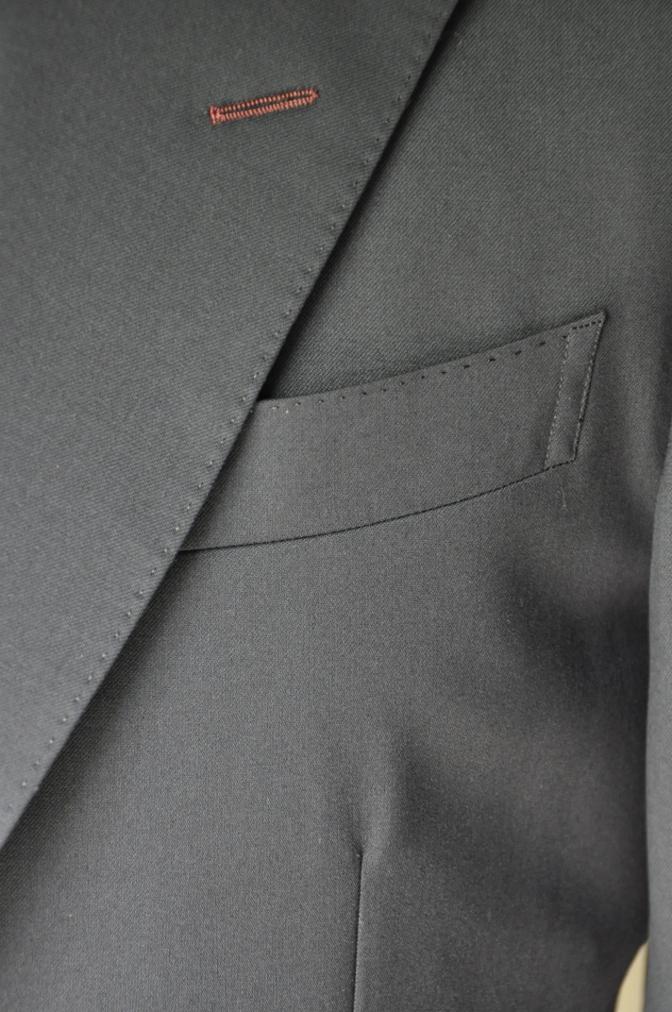 DSC2112 お客様のスーツの紹介- BIELLESI 無地ネイビースリーピース-