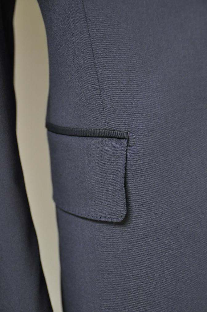 DSC2114 お客様のスーツの紹介- BIELLESI 無地ネイビースリーピース-