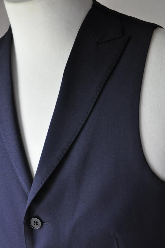 DSC2122 お客様のスーツの紹介- BIELLESI 無地ネイビースリーピース-