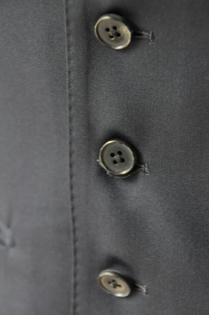 DSC2124 お客様のスーツの紹介- BIELLESI 無地ネイビースリーピース-