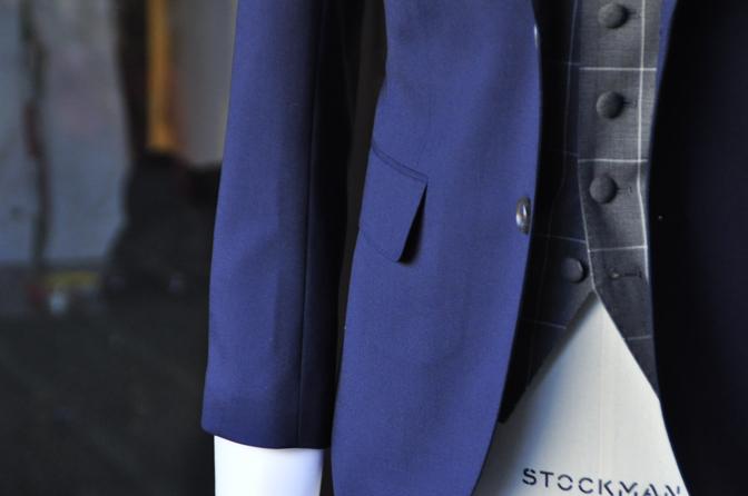 DSC2132-2 オーダータキシード(新郎衣装)の紹介-無地ネイビースーツ グレーウィンドペンベスト- 名古屋の完全予約制オーダースーツ専門店DEFFERT