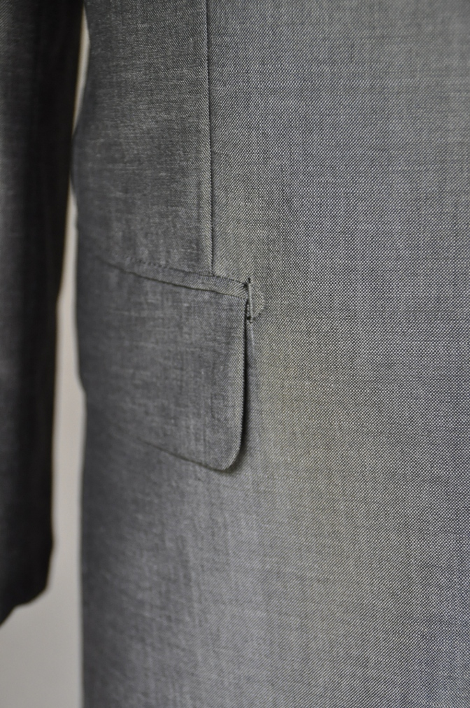 DSC2156 お客様のスーツの紹介- 御幸毛織 NAPOLENA(ナポレナ) 無地グレーモヘア-