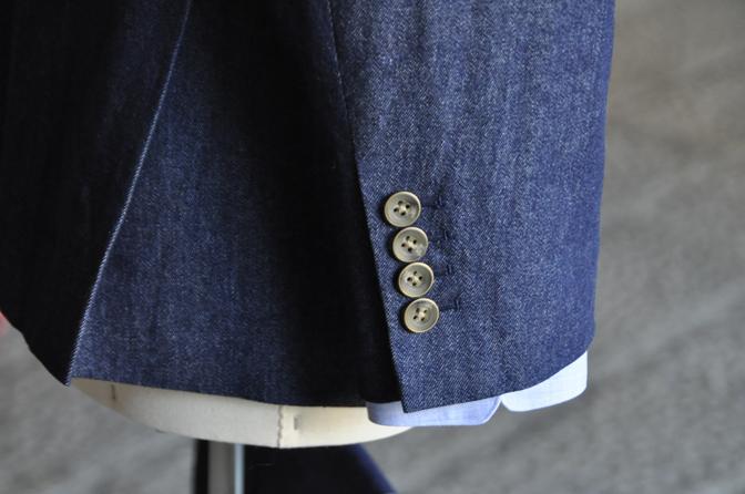DSC2164 オーダータキシード(新郎衣装)の紹介-デニムスリーピース-