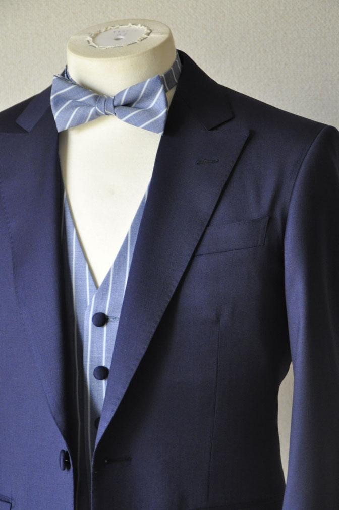 DSC21761 お客様のウエディング衣装の紹介-Biellesi 無地ネイビー ストライプベスト-