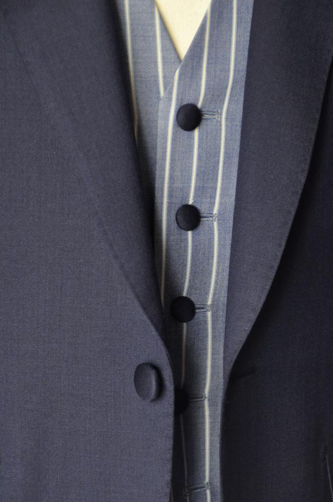 DSC21792 お客様のウエディング衣装の紹介-Biellesi 無地ネイビー ストライプベスト- 名古屋の完全予約制オーダースーツ専門店DEFFERT