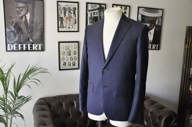 DSC21891 お客様のスーツの紹介- Biellesi ネイビーバーズアイ スーツ-