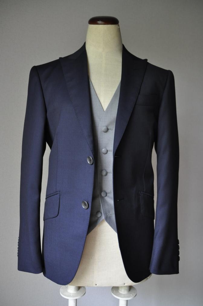 DSC2195 お客様のウエディング衣装の紹介- BIELLESI 無地ネイビースーツ グレーベスト チェックパンツ-