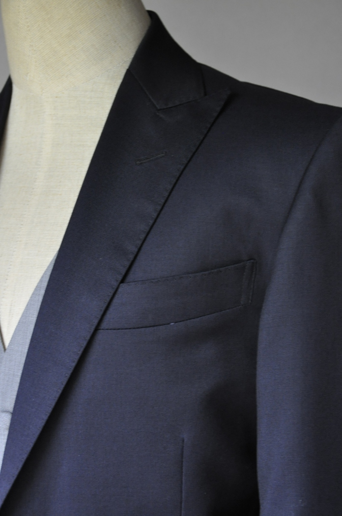 DSC2196 お客様のウエディング衣装の紹介- BIELLESI 無地ネイビースーツ グレーベスト チェックパンツ-