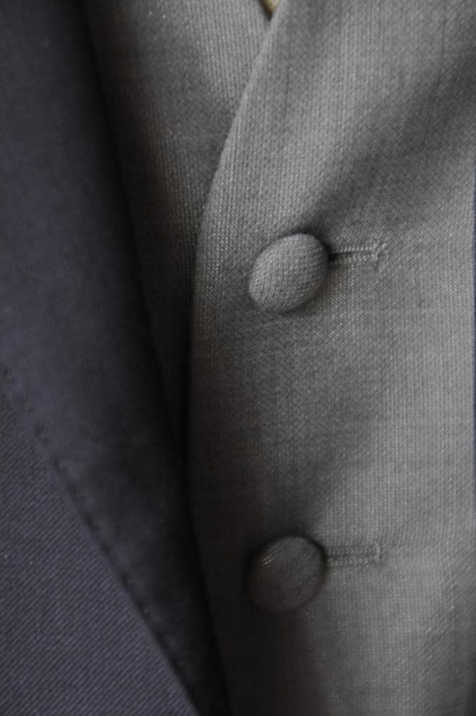 DSC2201 お客様のウエディング衣装の紹介- BIELLESI 無地ネイビースーツ グレーベスト チェックパンツ-