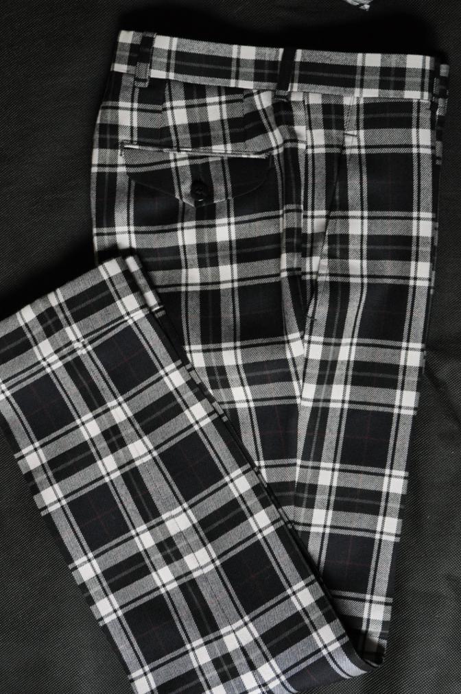 DSC2204 お客様のウエディング衣装の紹介- BIELLESI 無地ネイビースーツ グレーベスト チェックパンツ-