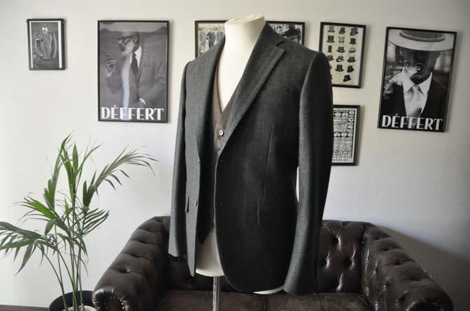 DSC22172 お客様のウエディング衣装の紹介- グリーンジャケット ブラウンベスト-DSC22172 お客様のウエディング衣装の紹介- グリーンジャケット ブラウンベスト- 名古屋市のオーダータキシードはSTAIRSへ