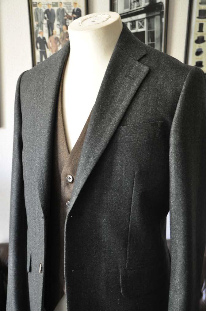 DSC22192 お客様のウエディング衣装の紹介- グリーンジャケット ブラウンベスト-DSC22192 お客様のウエディング衣装の紹介- グリーンジャケット ブラウンベスト- 名古屋市のオーダータキシードはSTAIRSへ