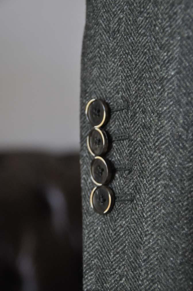 DSC22253 お客様のウエディング衣装の紹介- グリーンジャケット ブラウンベスト-DSC22253 お客様のウエディング衣装の紹介- グリーンジャケット ブラウンベスト- 名古屋市のオーダータキシードはSTAIRSへ