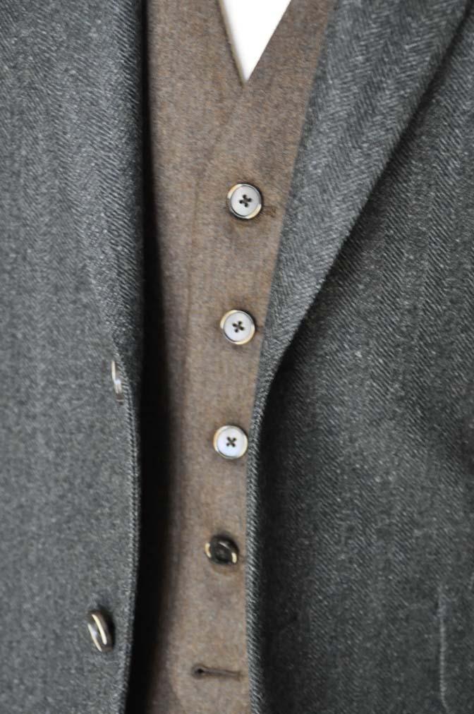DSC22313 お客様のウエディング衣装の紹介- グリーンジャケット ブラウンベスト-DSC22313 お客様のウエディング衣装の紹介- グリーンジャケット ブラウンベスト- 名古屋市のオーダータキシードはSTAIRSへ