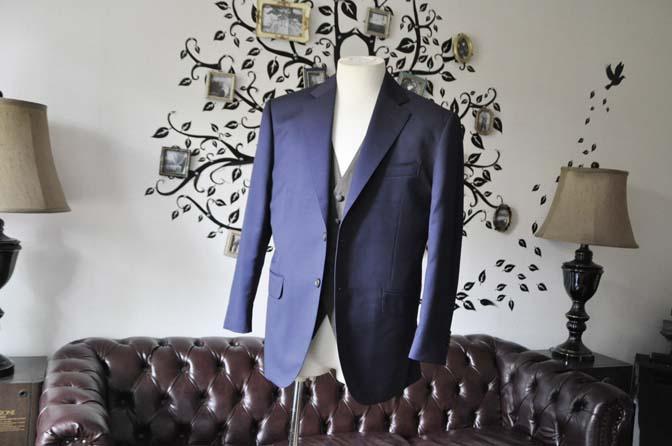 DSC2253-1 お客様のウエディング衣装の紹介- Biellesi無地ネイビースーツ グレーベスト-DSC2253-1 お客様のウエディング衣装の紹介- Biellesi無地ネイビースーツ グレーベスト- 名古屋市のオーダータキシードはSTAIRSへ