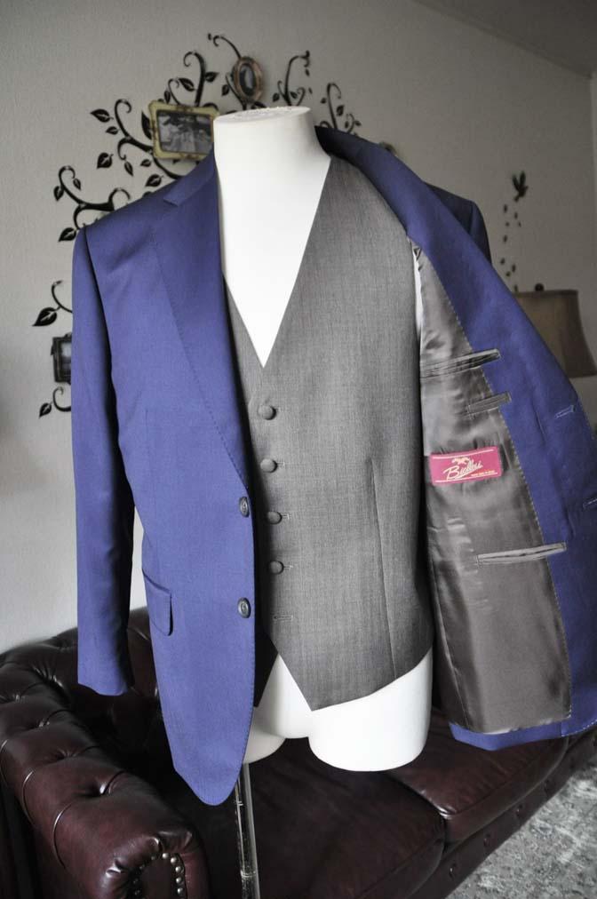 DSC2266 お客様のウエディング衣装の紹介- Biellesi無地ネイビースーツ グレーベスト-DSC2266 お客様のウエディング衣装の紹介- Biellesi無地ネイビースーツ グレーベスト- 名古屋市のオーダータキシードはSTAIRSへ