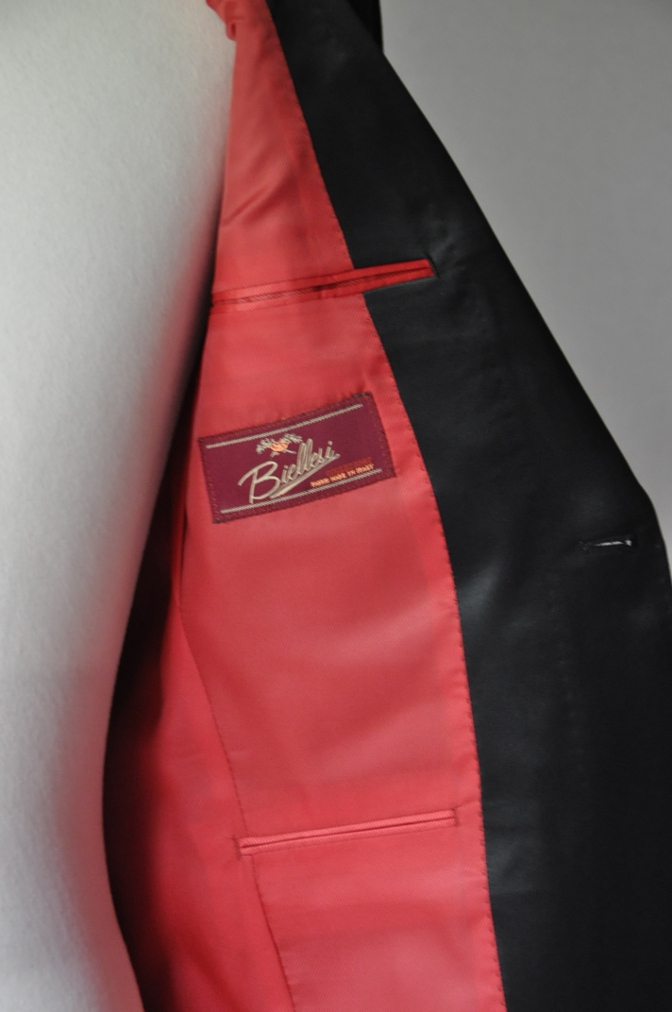 DSC2272 お客様のウエディング衣装の紹介-BIELLESI ネイビータキシードジャケット チェックパンツ- 名古屋の完全予約制オーダースーツ専門店DEFFERT
