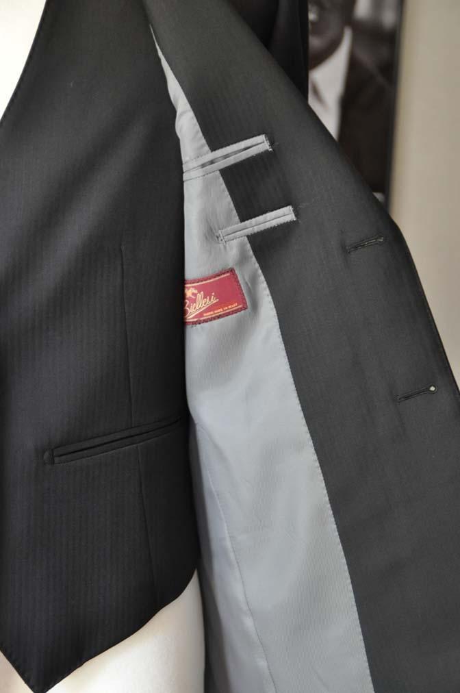DSC22781 お客様のスーツの紹介- Biellesi ブラックスリーピース-