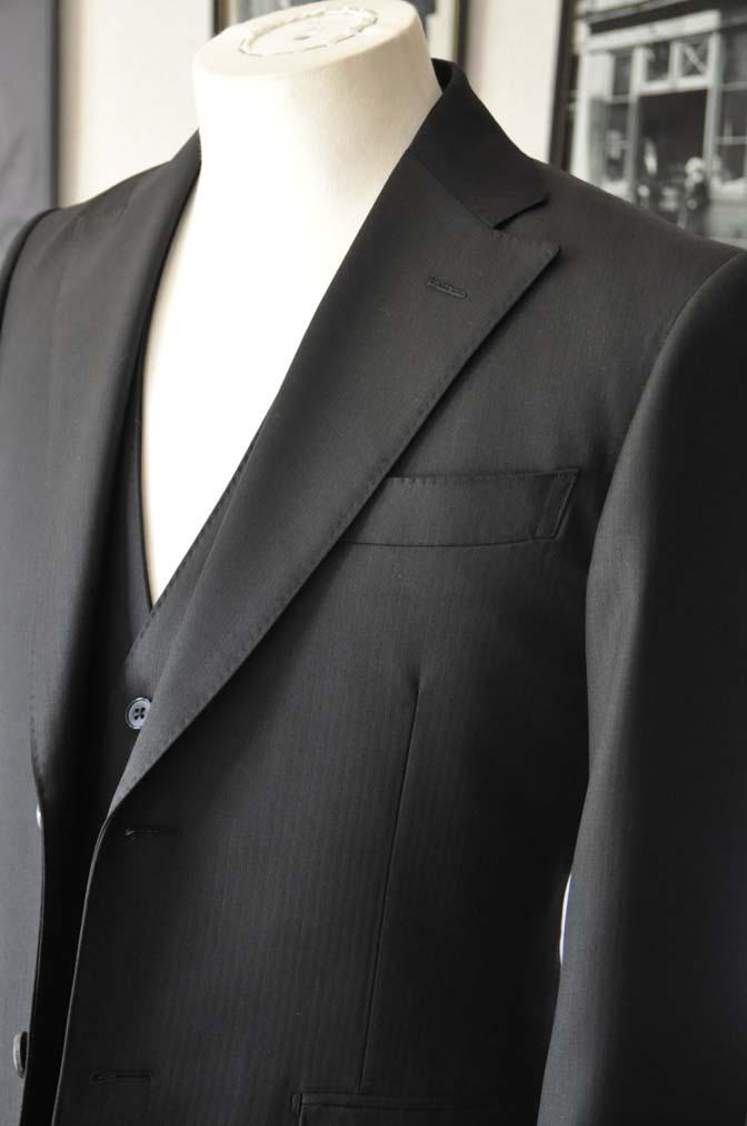 DSC22851 お客様のスーツの紹介- Biellesi ブラックスリーピース-