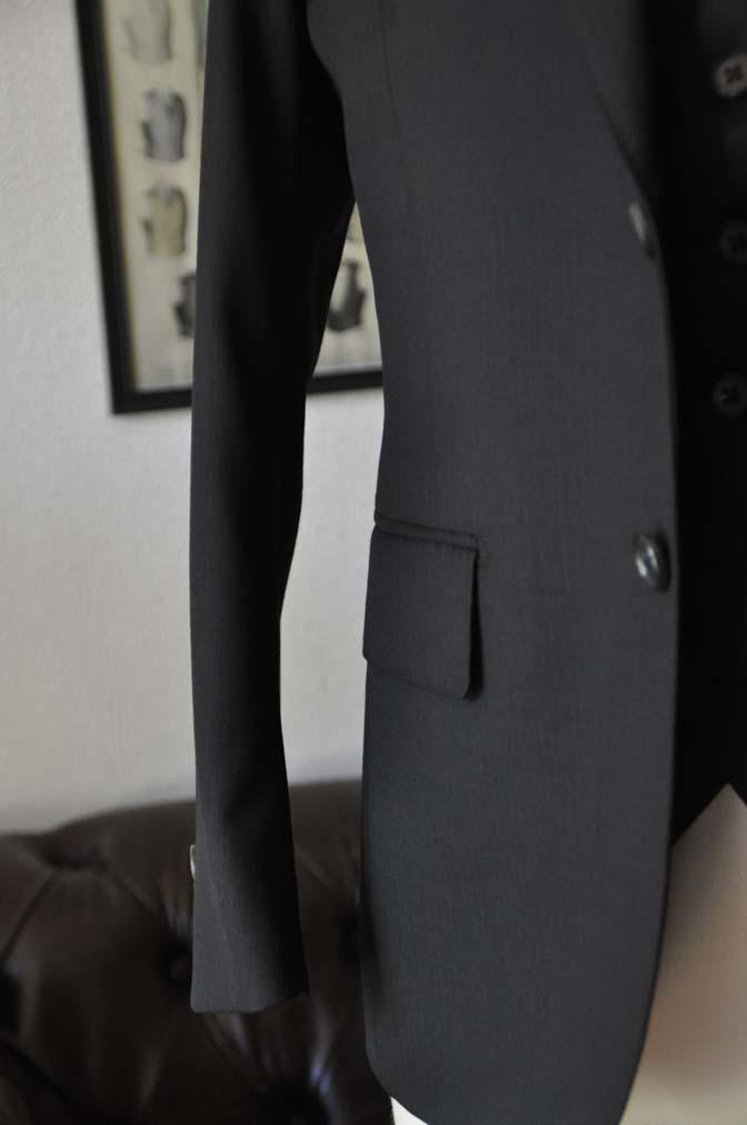 DSC2290 お客様のスーツの紹介- Biellesi ブラックスリーピース-