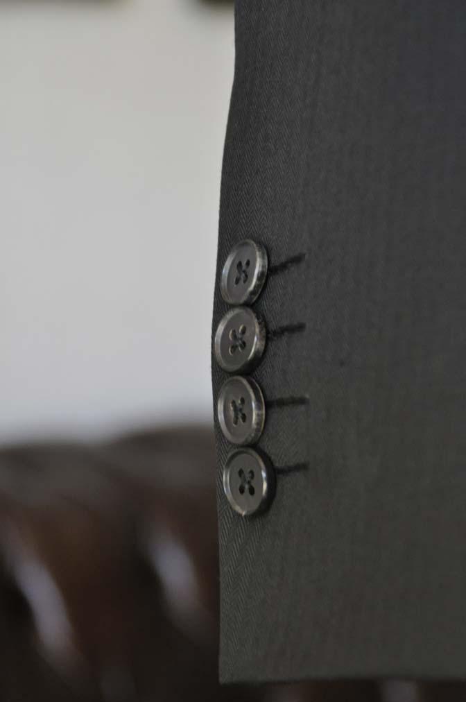 DSC22911 お客様のスーツの紹介- Biellesi ブラックスリーピース-