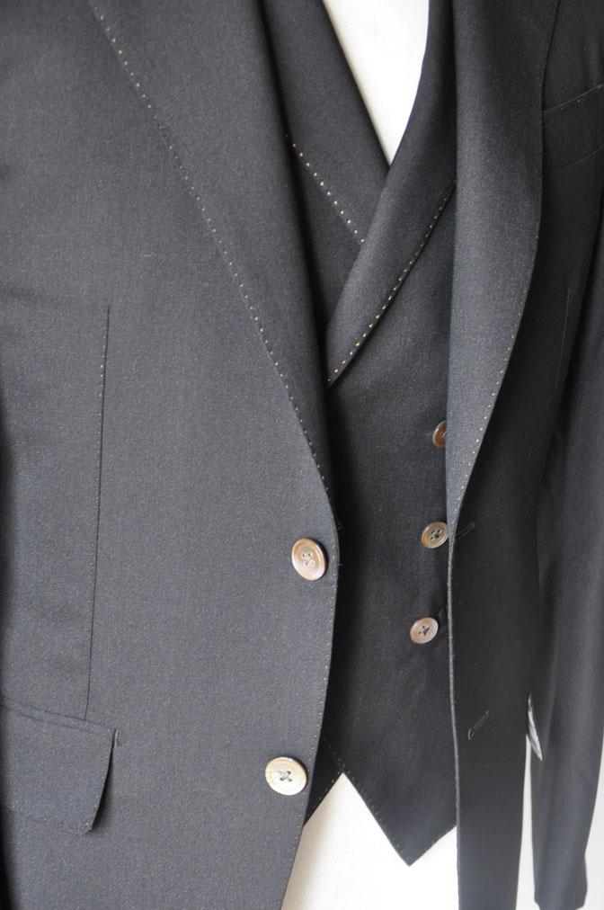 DSC2297 スーツの紹介-LoroPiana 無地ダークブラウン ダブルジレスリーピース -