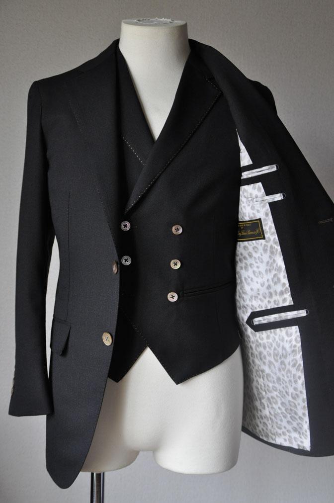 DSC2304 スーツの紹介-LoroPiana 無地ダークブラウン ダブルジレスリーピース -