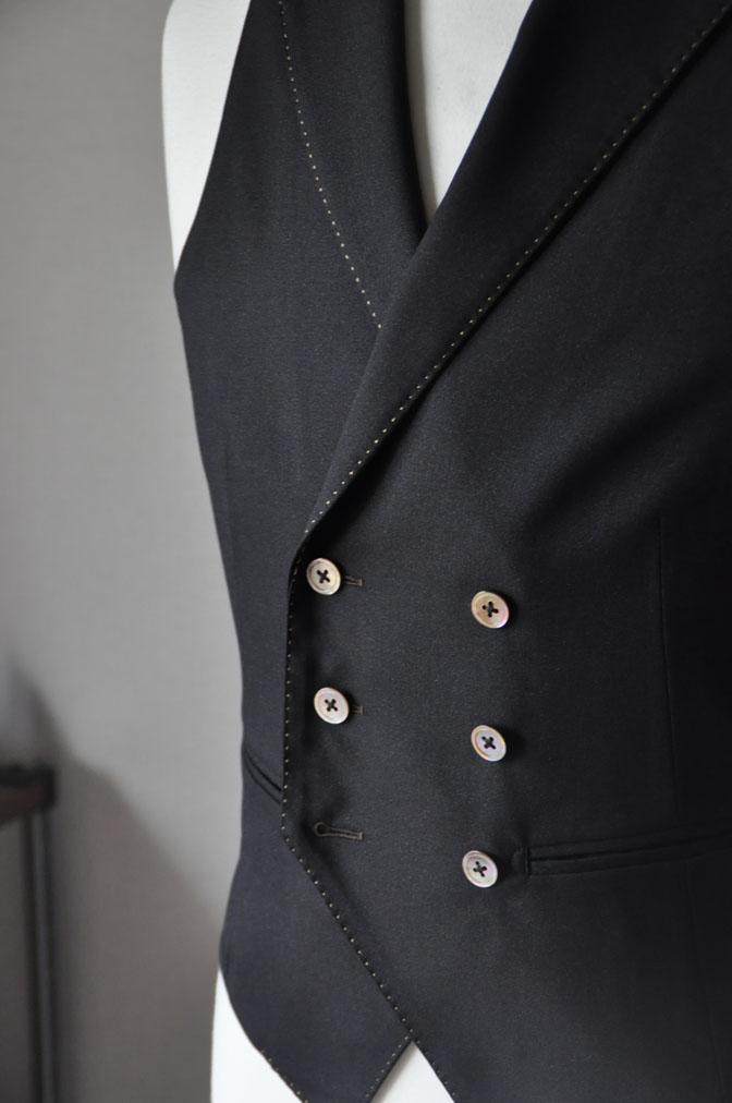 DSC2319 スーツの紹介-LoroPiana 無地ダークブラウン ダブルジレスリーピース -