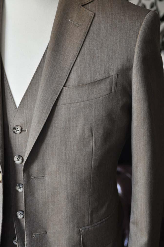 DSC2333-1 お客様のスーツの紹介-御幸毛織 無地ブラウンスリーピース-DSC2333-1 お客様のスーツの紹介-御幸毛織 無地ブラウンスリーピース- 名古屋市のオーダータキシードはSTAIRSへ