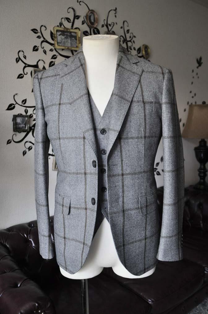 DSC2348-1 お客様のジャケット/ベストの紹介-DARROW DALEグレーウィンドペン-DSC2348-1 お客様のジャケット/ベストの紹介-DARROW DALEグレーウィンドペン- 名古屋市のオーダータキシードはSTAIRSへ