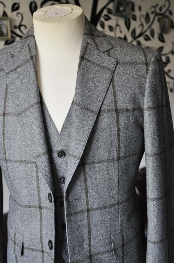 DSC2351-1 お客様のジャケット/ベストの紹介-DARROW DALEグレーウィンドペン-DSC2351-1 お客様のジャケット/ベストの紹介-DARROW DALEグレーウィンドペン- 名古屋市のオーダータキシードはSTAIRSへ