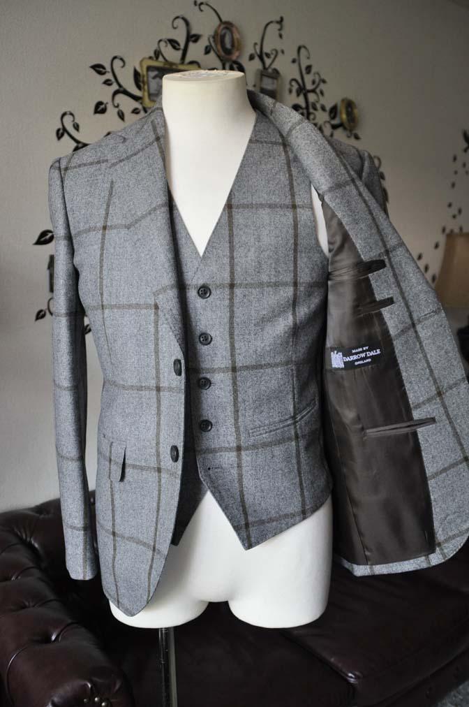 DSC2356-2 お客様のジャケット/ベストの紹介-DARROW DALEグレーウィンドペン-DSC2356-2 お客様のジャケット/ベストの紹介-DARROW DALEグレーウィンドペン- 名古屋市のオーダータキシードはSTAIRSへ