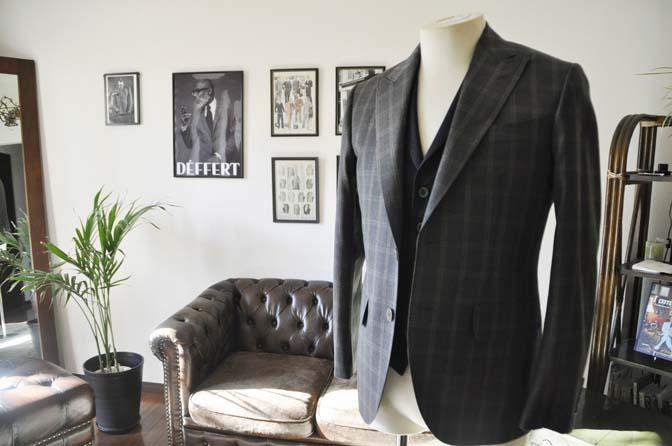 DSC23692 お客様のウエディング衣装の紹介- REDAブラウンチェック ネイビーベスト-DSC23692 お客様のウエディング衣装の紹介- REDAブラウンチェック ネイビーベスト- 名古屋市のオーダータキシードはSTAIRSへ