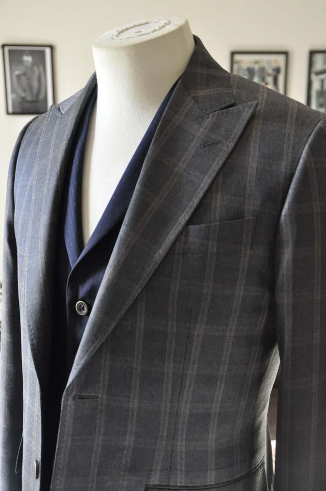 DSC2374 お客様のウエディング衣装の紹介- REDAブラウンチェック ネイビーベスト-DSC2374 お客様のウエディング衣装の紹介- REDAブラウンチェック ネイビーベスト- 名古屋市のオーダータキシードはSTAIRSへ