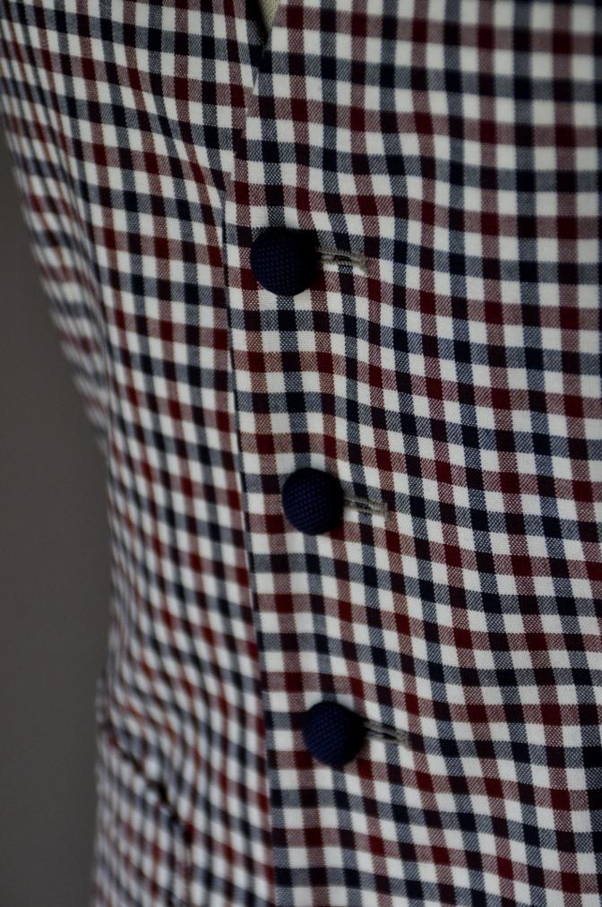 DSC23751 お客様のウエディング衣装の紹介-BIELLESI ネイビースーツ チェックベスト- 名古屋の完全予約制オーダースーツ専門店DEFFERT