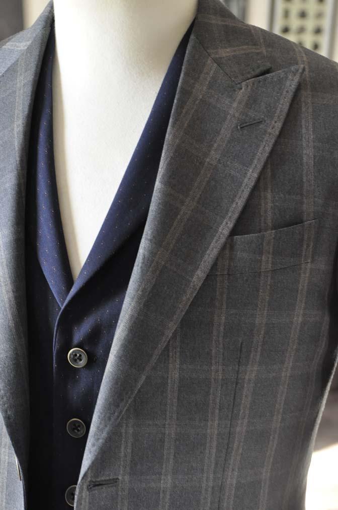 DSC23752 お客様のウエディング衣装の紹介- REDAブラウンチェック ネイビーベスト-DSC23752 お客様のウエディング衣装の紹介- REDAブラウンチェック ネイビーベスト- 名古屋市のオーダータキシードはSTAIRSへ