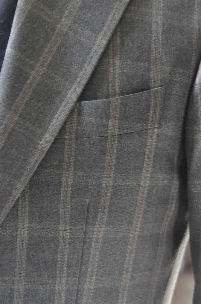 DSC23761 お客様のウエディング衣装の紹介- REDAブラウンチェック ネイビーベスト-DSC23761 お客様のウエディング衣装の紹介- REDAブラウンチェック ネイビーベスト- 名古屋市のオーダータキシードはSTAIRSへ