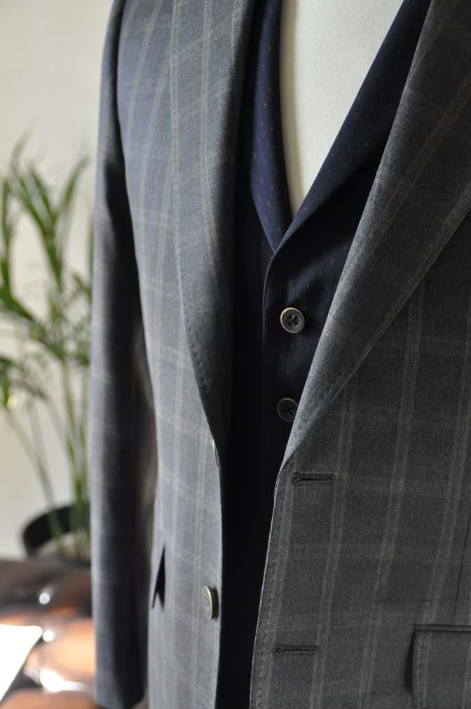 DSC23771 お客様のウエディング衣装の紹介- REDAブラウンチェック ネイビーベスト-DSC23771 お客様のウエディング衣装の紹介- REDAブラウンチェック ネイビーベスト- 名古屋市のオーダータキシードはSTAIRSへ