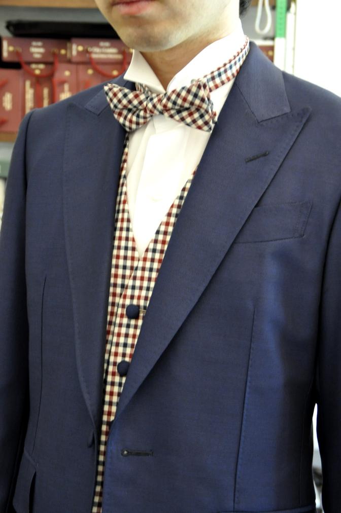 DSC2409 お客様のウエディング衣装の紹介-BIELLESI ネイビースーツ チェックベスト- 名古屋の完全予約制オーダースーツ専門店DEFFERT