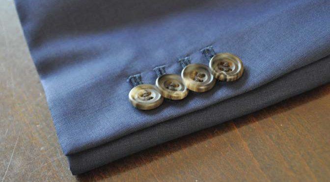 スーツのパーツ名称「重ねボタン」