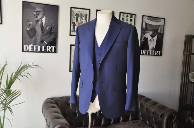 DSC24162 お客様のスーツの紹介- Biellesi ネイビーヘリンボーンスリーピース-