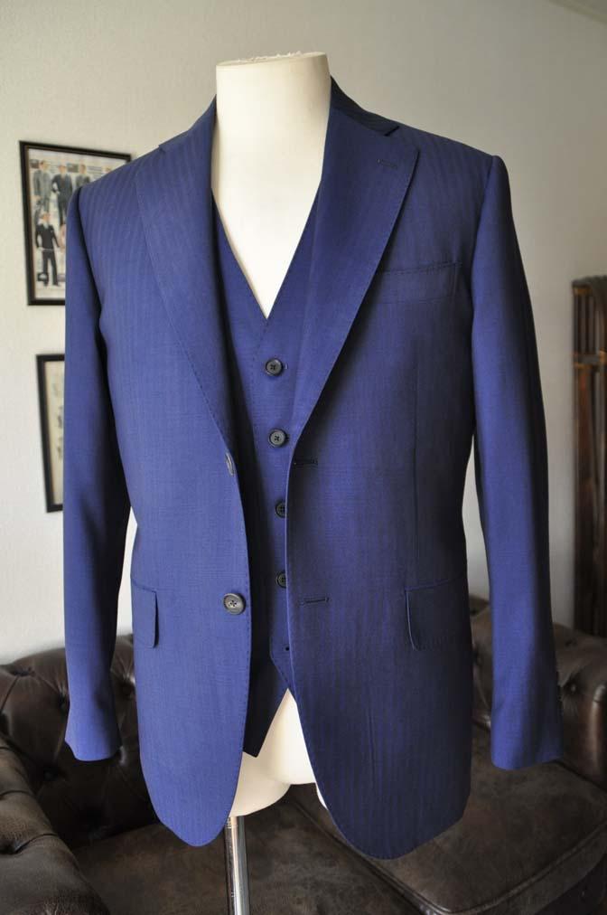 DSC24172 お客様のスーツの紹介- Biellesi ネイビーヘリンボーンスリーピース-