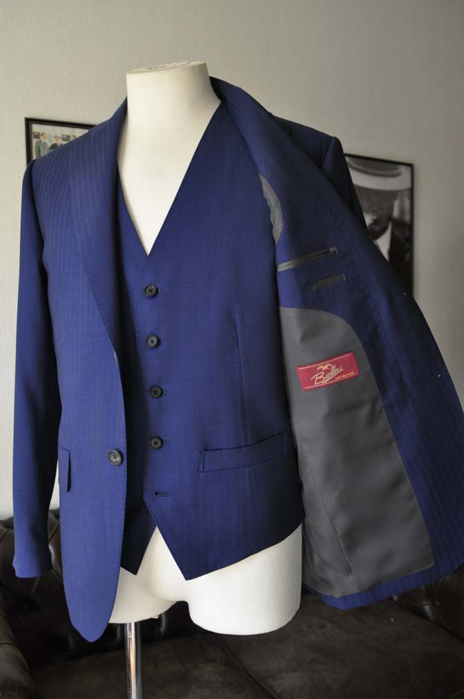DSC24182 お客様のスーツの紹介- Biellesi ネイビーヘリンボーンスリーピース-