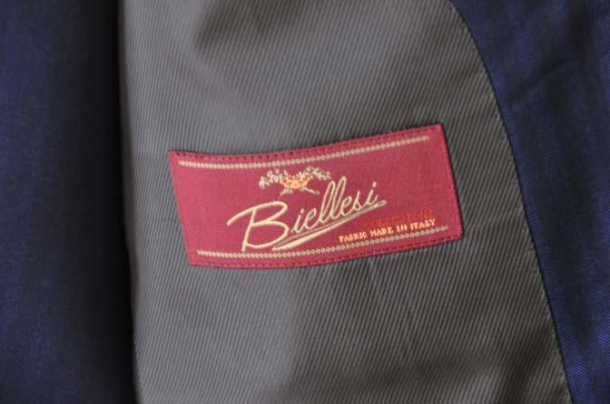 DSC24202 お客様のスーツの紹介- Biellesi ネイビーヘリンボーンスリーピース-