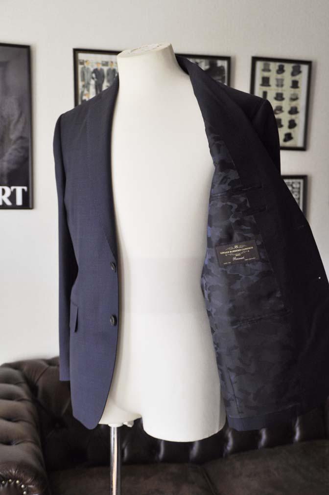 DSC2437 お客様のスーツの紹介- Canonico ネイビースーツ-